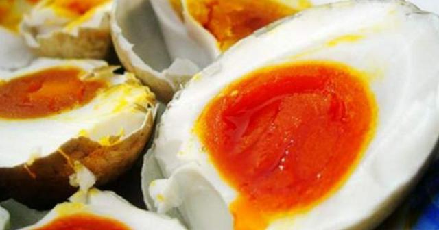 按照这配方腌咸鸭蛋个个流油,吃完一个还想吃,大人小孩都爱吃