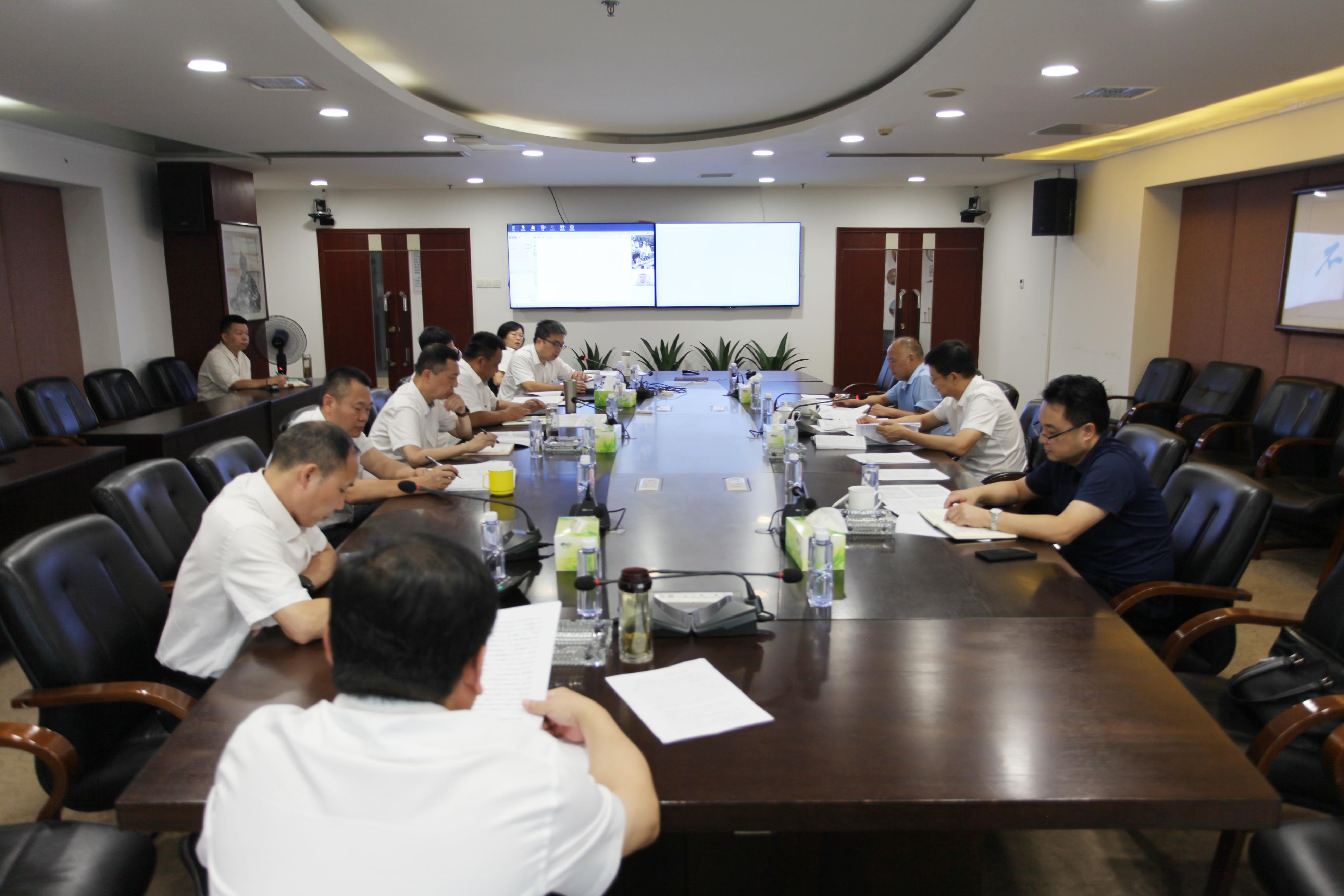 省现代农业集团党委副书记、总经理龚小波一行到新五丰调研引导工作